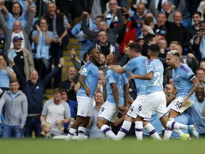 Gabriel Jesus sa teší z víťazného zásahu, gól však neplatil