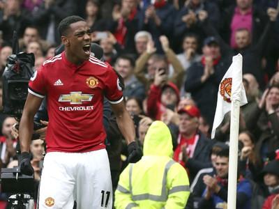 Anthony Martial oslavuje gól