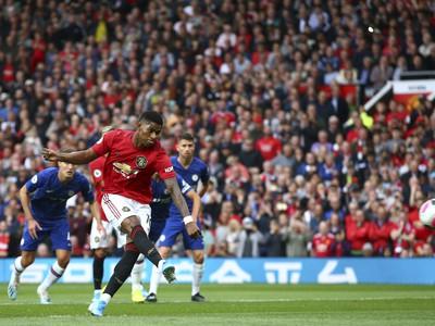 Marcus Rashford z pokutového kopu strieľa gól United