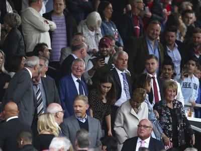 Sir Alex Ferguson na Old Trafforde počas šlágru United s Chelsea