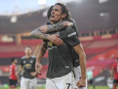 Edinson Cavani oslavuje gól
