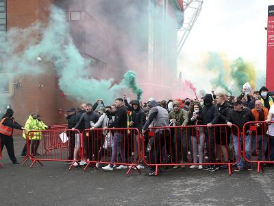 Fanúšikovia Manchestru United protestujú