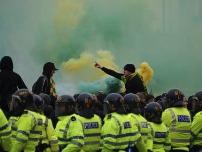 Fanúšikovia Manchestru United pred šlágrom s Liverpoolom opäť protestovali proti americkým majiteľom
