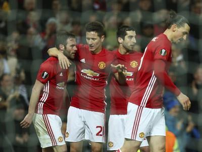 Hráči Manchestru United oslavujú gól