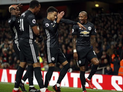 Hráči United oslavujú gól