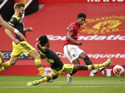 Marcus Rashford z Manchestru United strieľa gól