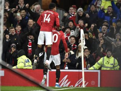 Marcus Rashford a Jesse Lingard sa radujú z gólu