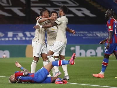 Anthony Martial a jeho gólové oslavy so spoluhráčmi