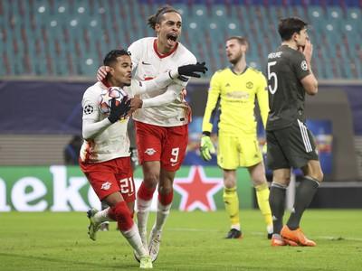 Hráči Lipska sa radujú z gólu do siete Manchestru United