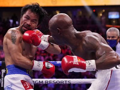 Manny Pacquiao obdržal niekoľko tvrdých úderov