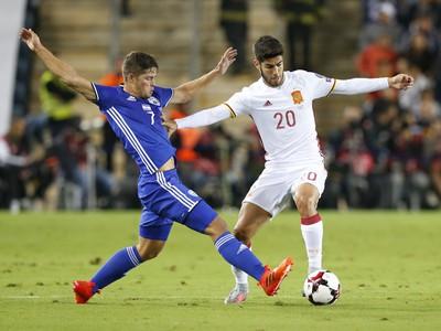 Marco Asensio s loptou