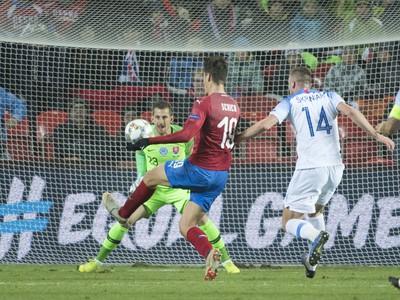 Na snímke vľavo slovenský