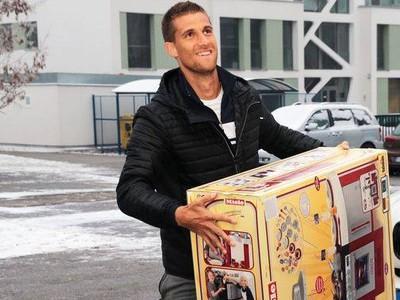Martin Kližan daroval hračky