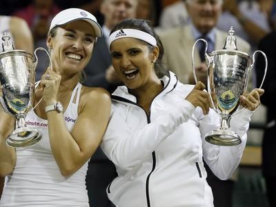 Martina Hingisová (vľavo) a