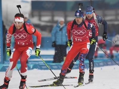 Na snímke slovenský biatlonista Matej Kazár počas štafety mužov