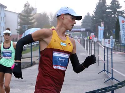 Matej Tóth počas 39. ročníka medzinárodných chodeckých pretekov Dudinská päťdesiatka