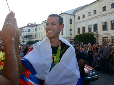 Zlatý chodec z OH 2016 v Riu de Janeiro Matej Tóth počas jeho privítania na Námestí SNP v domovskej Banskej Bystrici