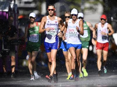 Matej Tóth na trati pretekov v chôdzi mužov na 50 km na ME v atletike v Berlíne