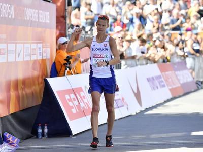 Olympijský víťaz, slovenský chodec Matej Tóth sa teší zo striebornej medaily v chôdzi mužov na 50 km na ME v atletike v Berlíne