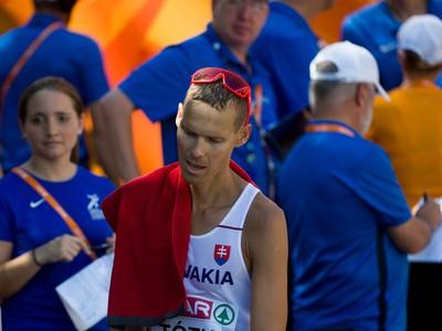 Slovenský chodec Matej Tóth v cieli pretekov v chôdzi mužov na 50 km na ME v atletike v Berlíne