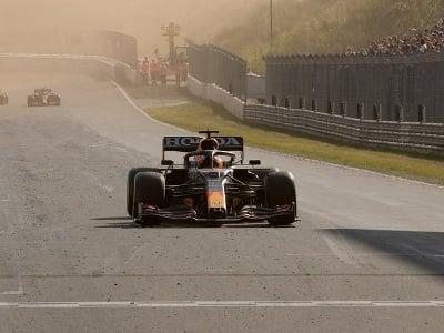 Max Verstappen oslavuje víťazstvo