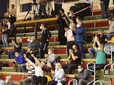 Na snímke diváci počas úvodného zápasu basketbalového Európskeho pohára FIBA žien