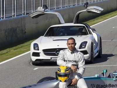 Mercedes predstavil nový monopost