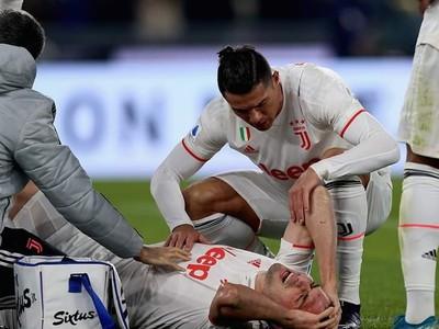 Cristiano Ronaldo podporuje zraneného