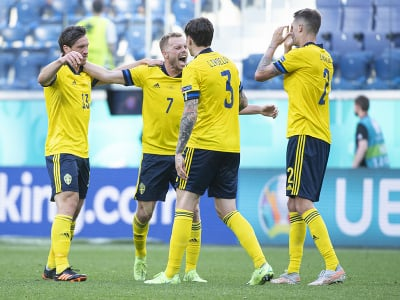 Na snímke švédski futbalisti, zľava Gustav Svesson, Sebastian Larsson, Victor Lindelöf a Mikael Lustig