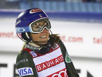 Američanka Mikaela Shiffrinová sa teší v cieli po 2. kole slalomu vo Svetovom pohári žien vo fínskom Levi