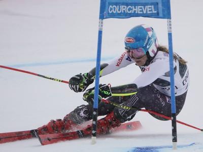 Mikaela Shiffrinová na trati obrovského slalomu žien Svetového pohára vo francúzskom stredisku Courchevel