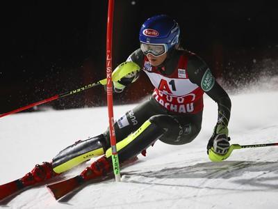 Mikaela Shiffrinová počas prvého kola slalomu vo Flachau