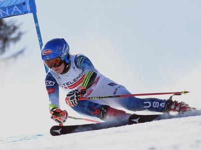 Mikaela Shiffrinová na trati počas 1. kola obrovského slalomu