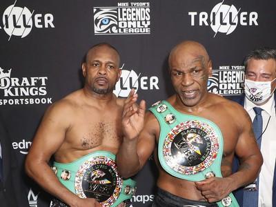 Tyson pri návrate do ringu v exhibícii remizoval s Jonesem