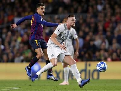 Hráč Barcelony Philippe Coutinho(vľavo)