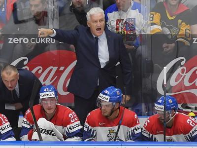 Na snímke tréner Miloš