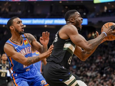 Milwaukee Bucks predviedlo strelecký galakoncert