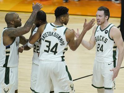 Hráči Milwaukee Bucks majú