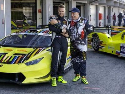 Sprava slovenský automobilový pretekár  Miro Konôpka so synom Matejom a vnukom Mateom