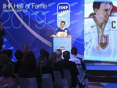 Na snímke bývalý útočník slovenskej hokejovej reprezentácie Miroslav Šatan reční počas uvedenia do Siene slávy Medzinárodnej hokejovej federácie (IIHF)
