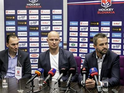 Zľava generálny manažér hokejových