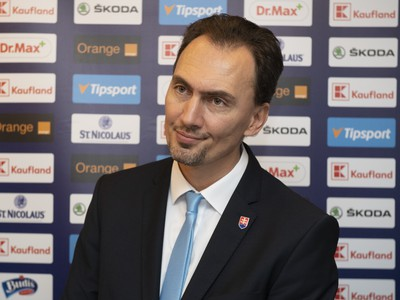 Na snímke nový prezident SZĽH Miroslav Šatan na tlačovej konferencii po zasadnutí Kongresu Slovenského zväzu ľadového hokeja (SZĽH)