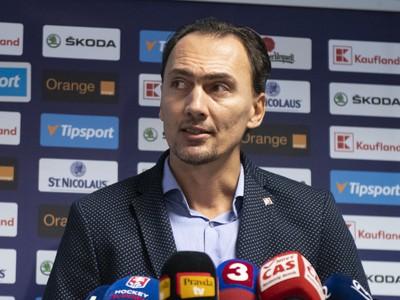 Miroslav Šatan počas tlačovej konferencie