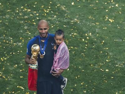Steven Nzonzi s majstrovskou trofejou