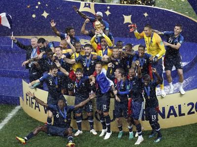Víťazné oslavy Francúzska s majstrovskou trofejou