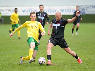 Dawid Kurminowski z MŠK Žilina s Jozef Menich z FC ViOn Zlaté Moravce-Vráble