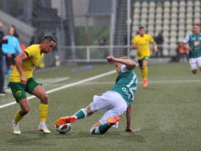 Na snímke vľavo Vahan Bičachčjan (MŠK Žilina) a Jaroslav Zelený (FK Jablonec)