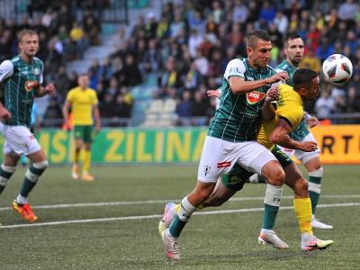 Na snímke vpravo Vahan Bičachčjan (MŠK Žilina) a Jan Krob (FK Jablonec)