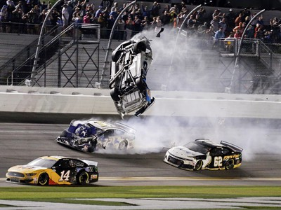Hrozivá nehoda na pretekoch