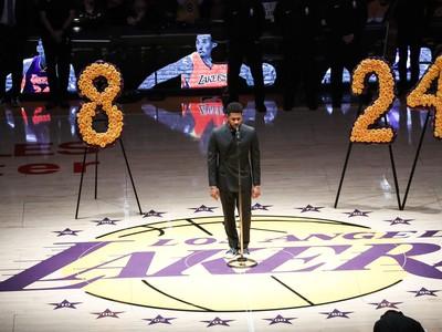 Usher spieva na počesť Kobeho Bryanta